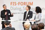 Redner auf der Bühne beim FIS-Forum.